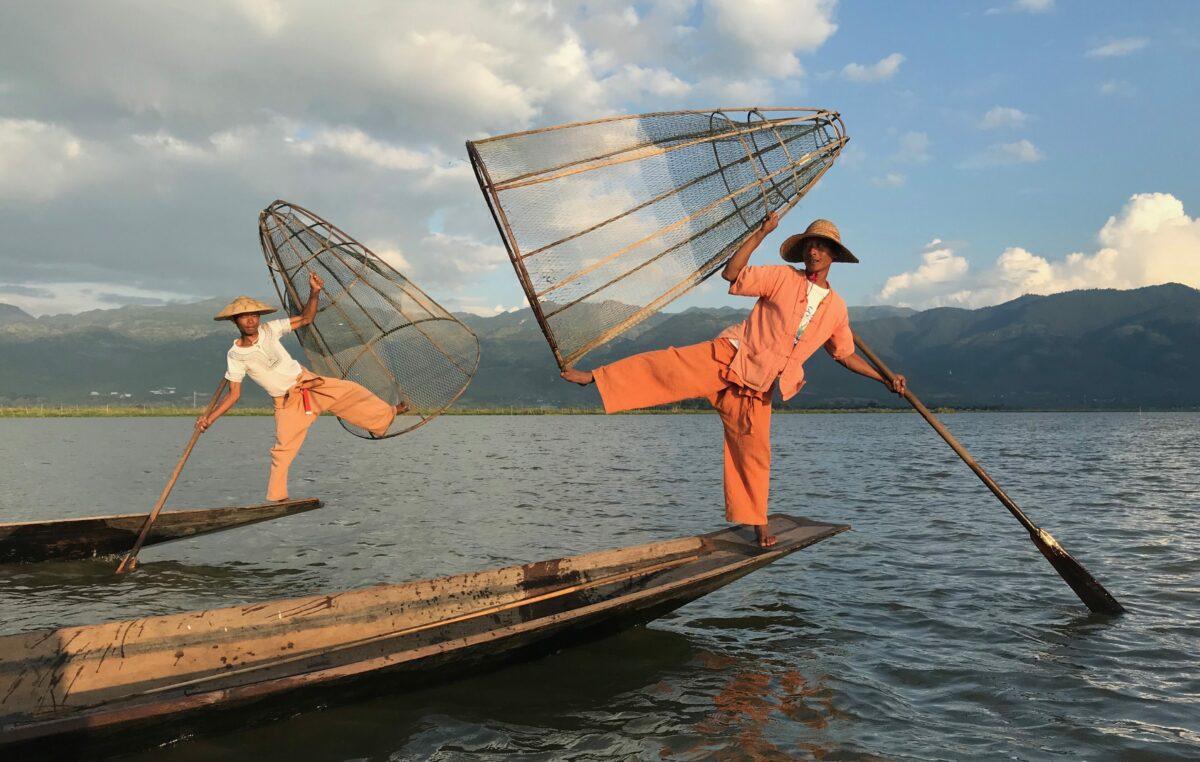 Den dragende Inle Sø med de famøse 'Leg Rowers'