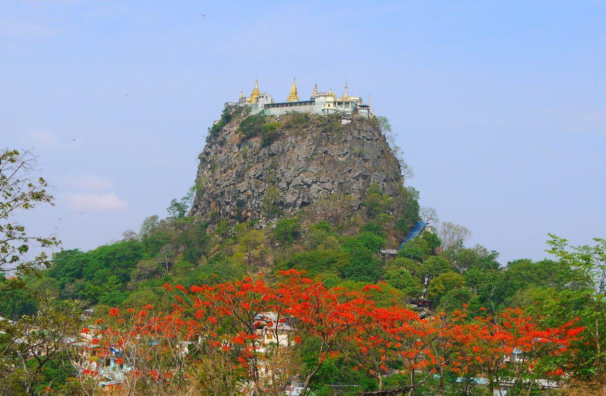 Mount Popa med det imponerende kloster