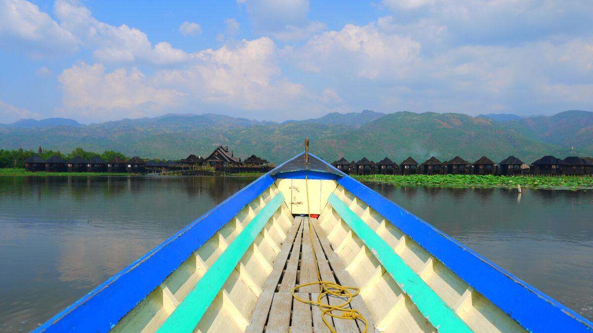 Inle Søen med dejlige bungalows direkte i eller ved søen