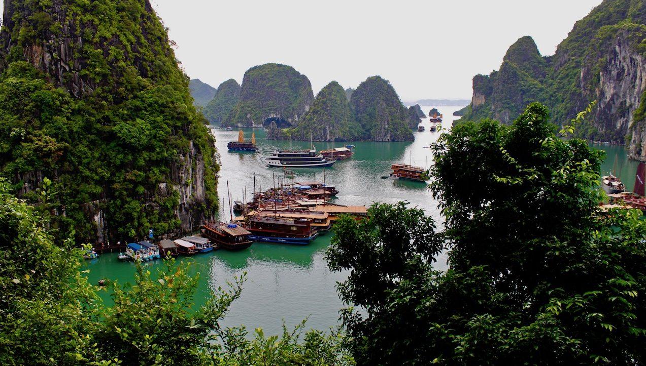 Halong Bugten i Vietnam