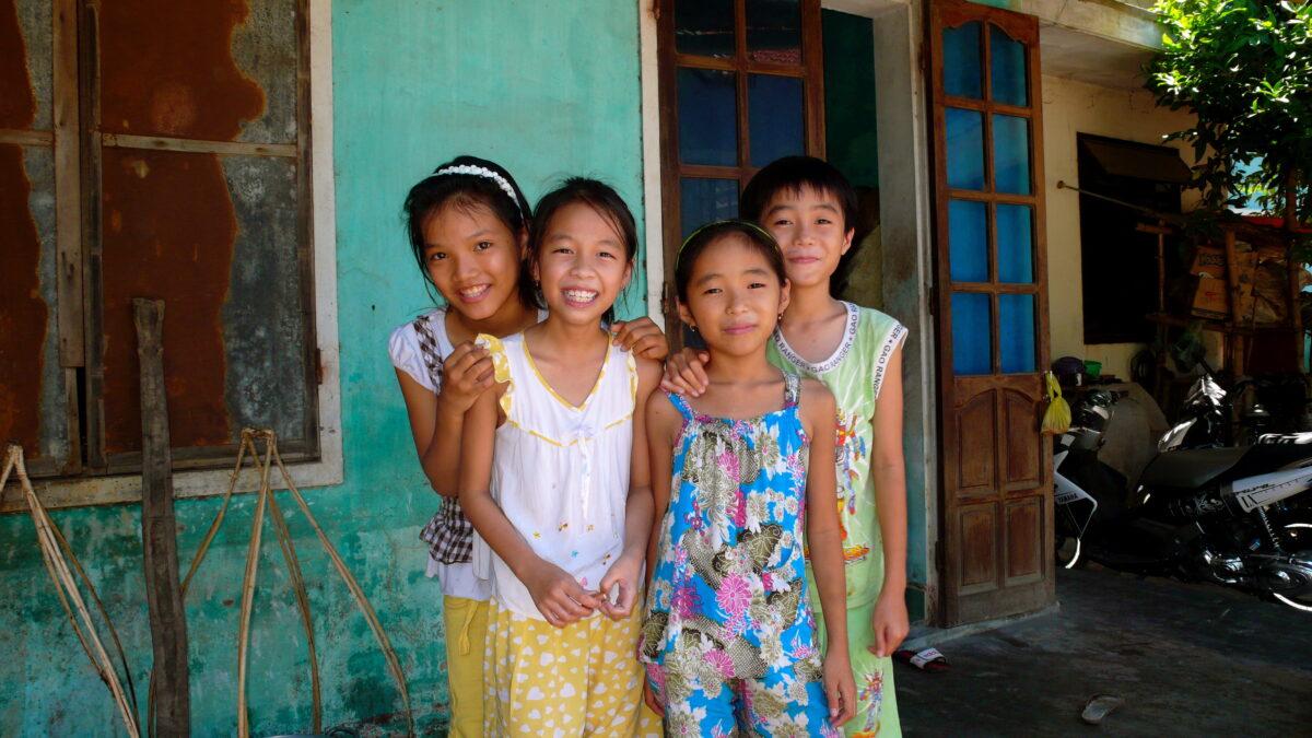 De herlige landsbybørn er meget tillidsfulde