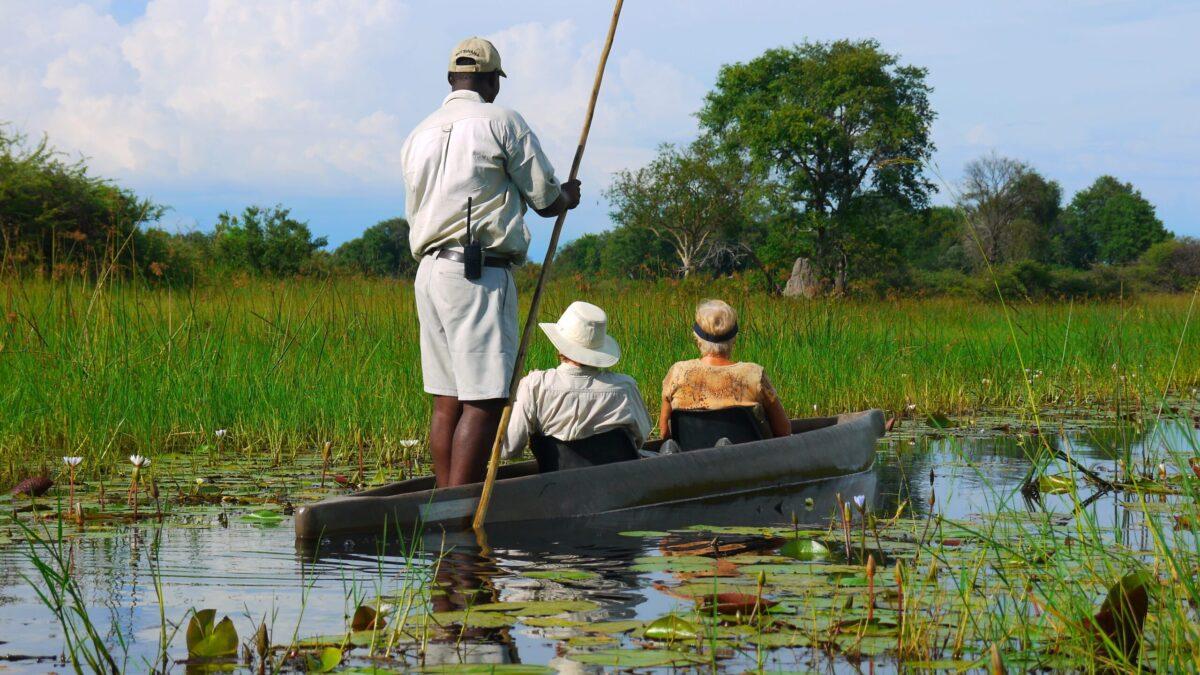 Fredfyldt mokoro kano tur