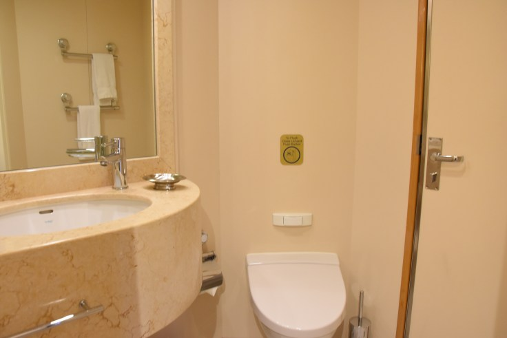royal princess suite bathroom