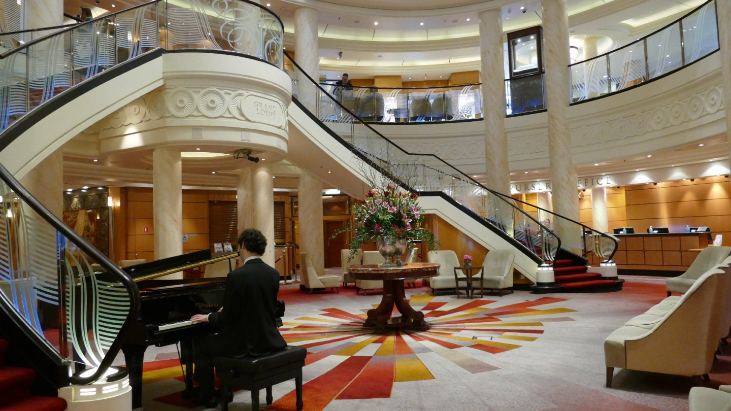 The Grand Lobby, Queen Mary 2