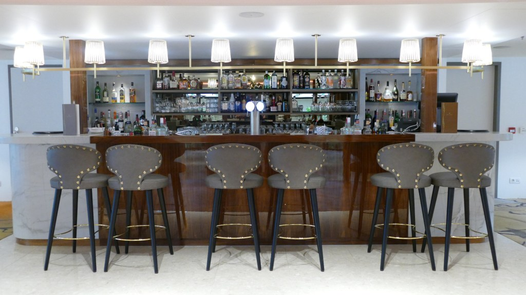 AmaMagna bar and lounge sip and sail