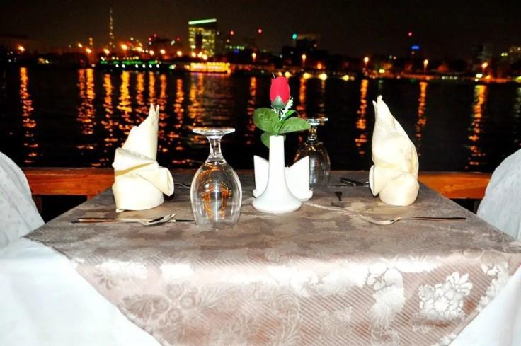 dhow cruise Dubai table romantic