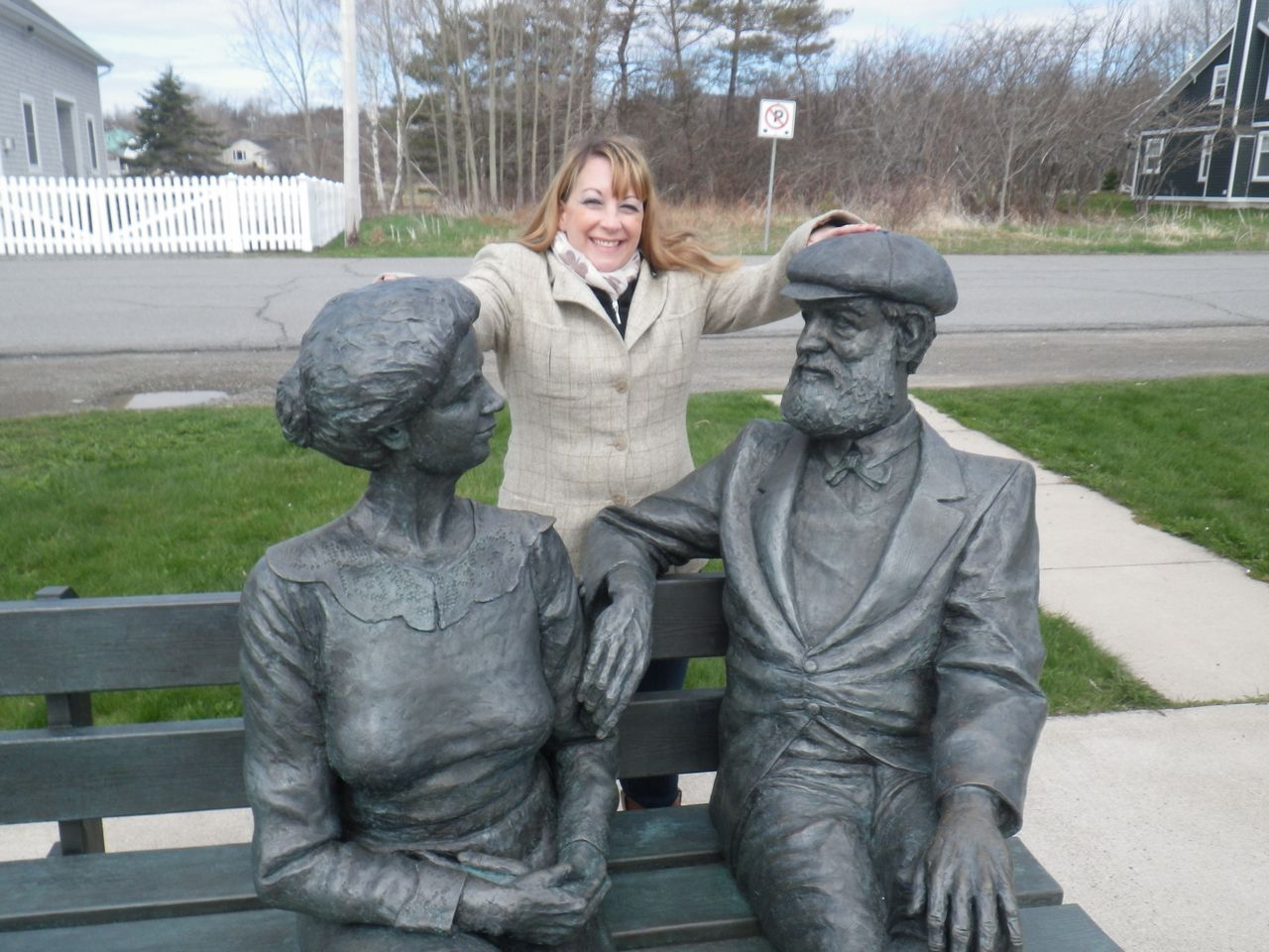 Baddeck statue of Mr and Mrs Graham Bell
