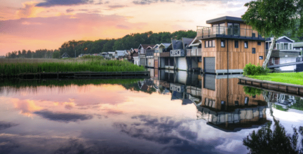 Gorgeous Lake House Rentals In The US