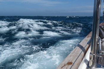 35 knots on a still image