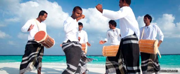 Traditional men dress with Feyli (sarong) www.cruise-maldives.com
