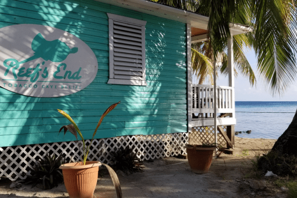 Reef's End Lodge on Tobacco Caye