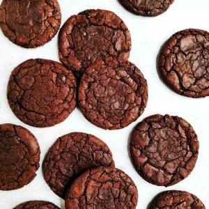 Flaylay of vegan truffle brownie crackle cookies