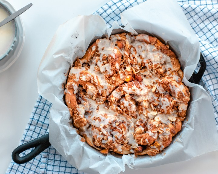 Vegan Peach Pie Cinnamon Rolls with Almond Oat Streusel Topping and Almond Glaze