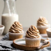 Vegan Banana Cupcakes with Cinnamon Frosting