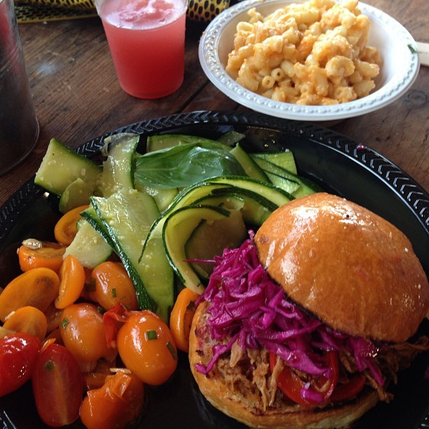 Smokey-Tails-hackneywick-Pulled-Pork-Brioche-courgette-tomato-salads-mac-n-cheese-with-a-kick-crmb1