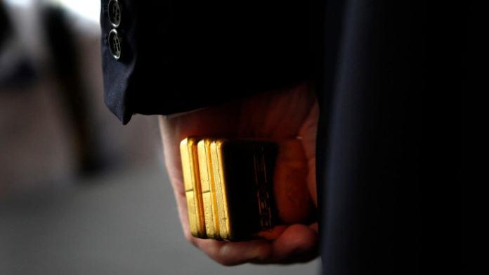 Gold Eyes $2,000 Amid Dollar Exodus, Surging Govt Debt