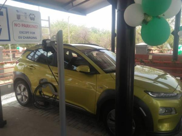 FG Unveils Solar-Powered Electric Vehicle Charging Station In Lagos-Crystal News