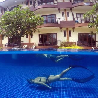 Freediving safety in the pool