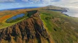 FOTO-17.-Chile-Crater-del-Volcan-de-Isla-de-Pascua-o-Rapa-Nui