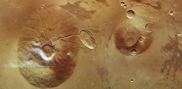 Ceraunius Tholus e Uranius Tholus: vulcões de Marte