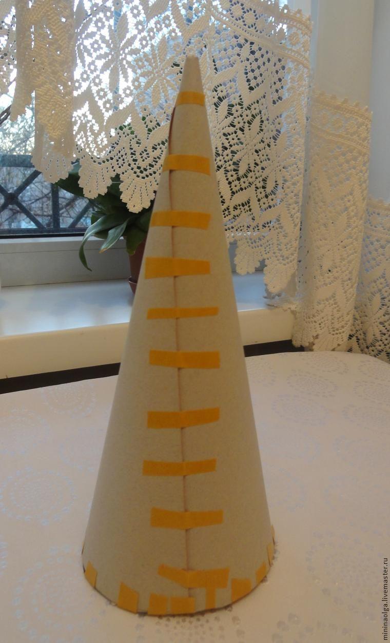 新年的圣诞树由纸巾用自己的手制成,照片№2