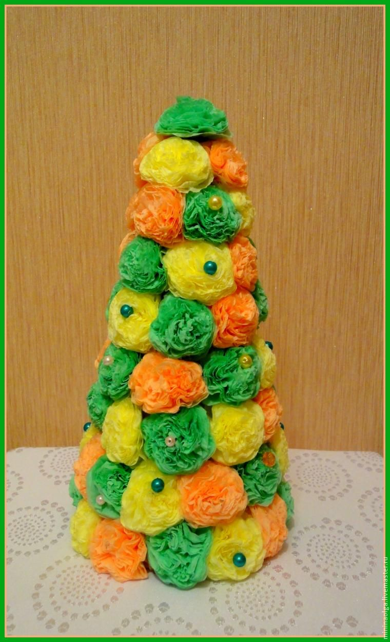 圣诞树由纸餐巾用与他们自己的手,照片№20