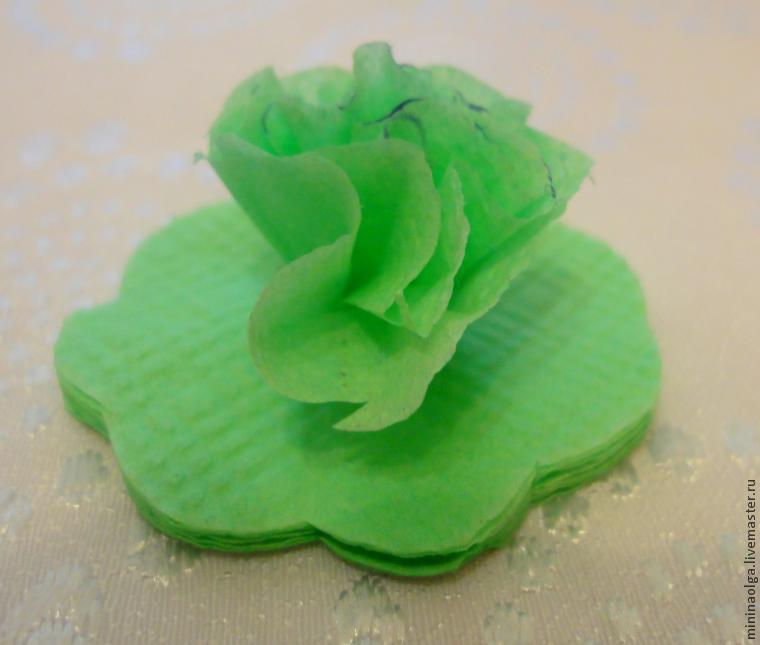 新年的圣诞树由纸巾用你自己的手制成,照片№9