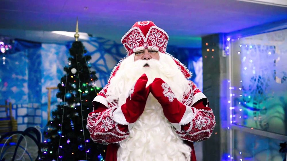 Meet Santa Claus. Not to be confused with Santa Claus, photo number 10