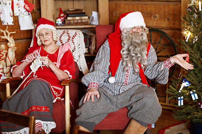 Santa Claus เยอรมันมักจะไม่มีกำหนดเสมอกับผู้รับใช้ที่ซื่อสัตย์ของเธอ - Rulecht จริงของขวัญ (เช่นนี้และดอกกุหลาบสำหรับ Shalunov) เขาไม่ให้คริสต์มาสและในคืนวันที่หกธันวาคม Ruprecht ปรากฏขึ้นเพราะในสถาบันการศึกษาในยุคกลางในประเทศเยอรมนีให้ปุโรหิตของขวัญปีใหม่ ชาวนาในทางกลับกันอยากเห็นในสถานที่ของการต่อสู้ธรรมดาของเขา ดังนั้นภาพที่ยอดเยี่ยมนี้เกิดขึ้นและปุโรหิตกลายเป็นซานตานิโคล่าที่ดี