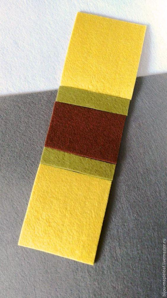 En feutre - matériau dense textile, largement utilisé dans la créativité et l'artisanat manuel. L'avantage principal de sa caractéristique est qu'il n'a pas de visage invalide et de visage. La structure de tissu est dense et non durable. En raison de cela, les bords recadrés du matériau n'apparaissent pas et ne nécessitent pas de traitement supplémentaire. Les amateurs d'artisanat manuel utilisent souvent un tel matériau dans leur travail.