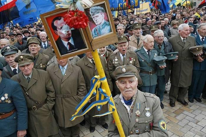 На Украине вступил в силу закон, приравнявший бандеровцев к ветеранам ВОВ    Пикабу