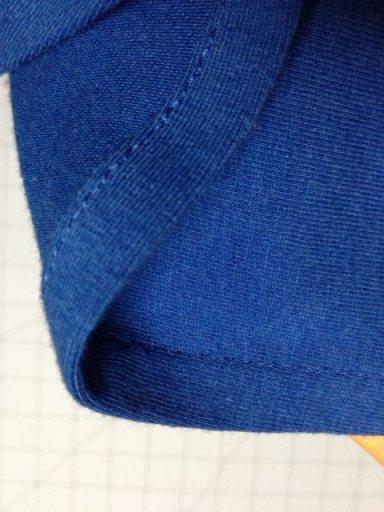 Hemline with shallow zigzag stitch