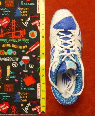 How to make a drawstring bag - Measure shoe - DIY, tutorial - csews.com