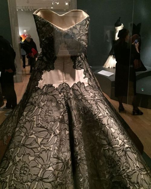 Charles James - clover leaf gown - back detail - Brooklyn Museum Costume Collection- csews.com