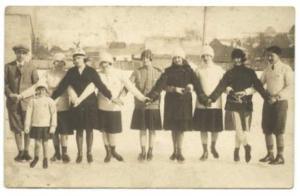 A Csíkszeredai Korcsolyázó Egylet tagjai egy 1927-ben kiadott képeslapon Böjte (Karda) Sugárka gyűjteményéből
