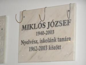 Miklós József emléktáblája a Márton Áron Főgimnáziumban