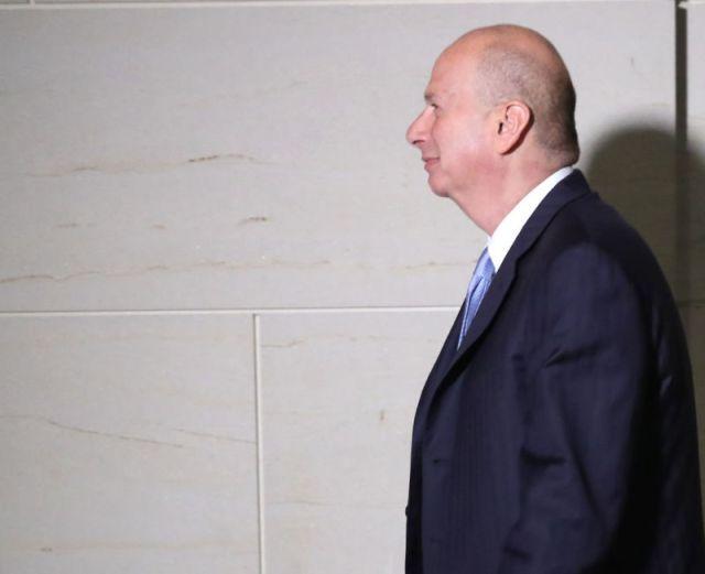 La conversation téléphonique de l'ambassadeur des États-Unis auprès de l'Union européenne Gordon Sondland avec le président Trump en juin a été entendue par des employés de l'ambassade avec Sondland dans un restaurant de Kiev (et probablement par les services de renseignement d'autres pays).