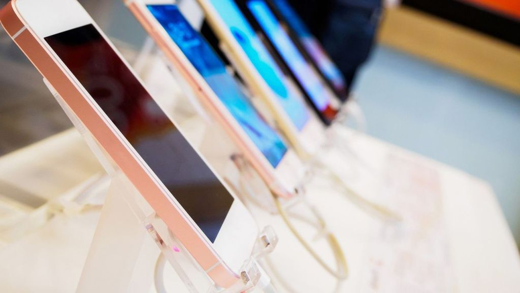 le-rouge-quitte-le-marche-des-smartphones-apr