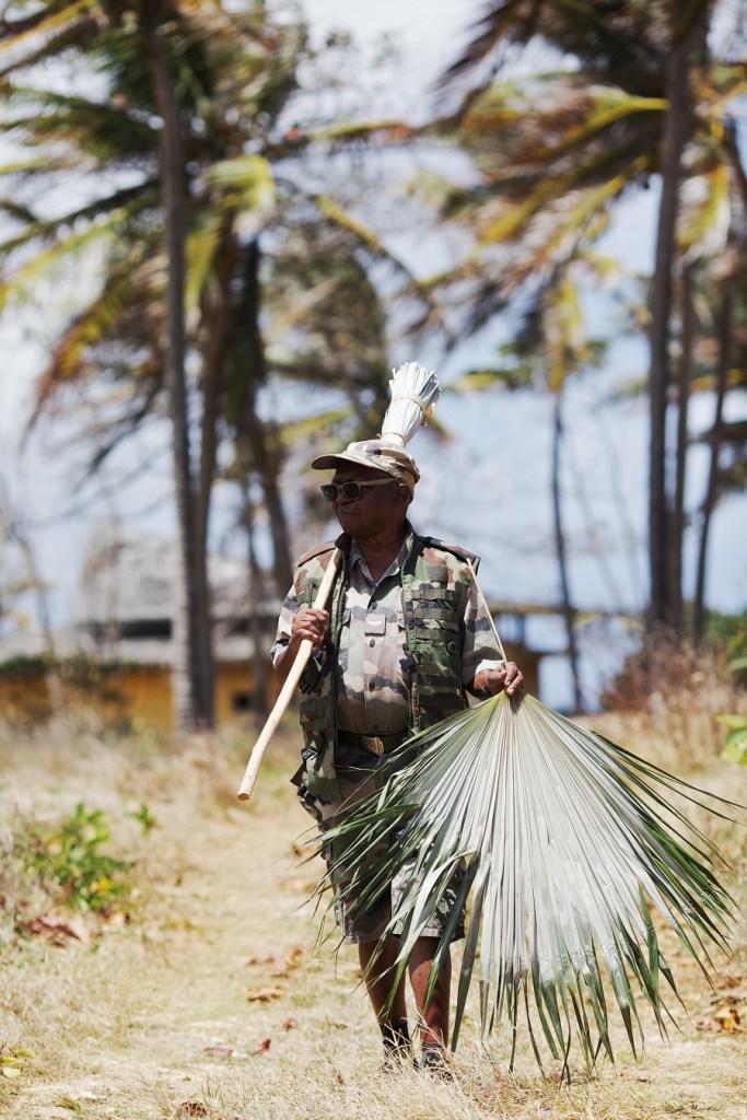 Balai traditionnel en feuilles de latanier