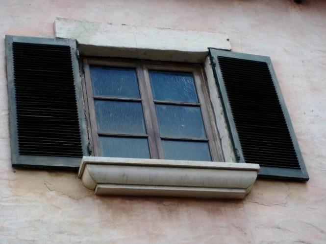 window-189318_1920