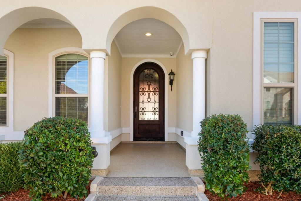 13563 Balint Front Entry