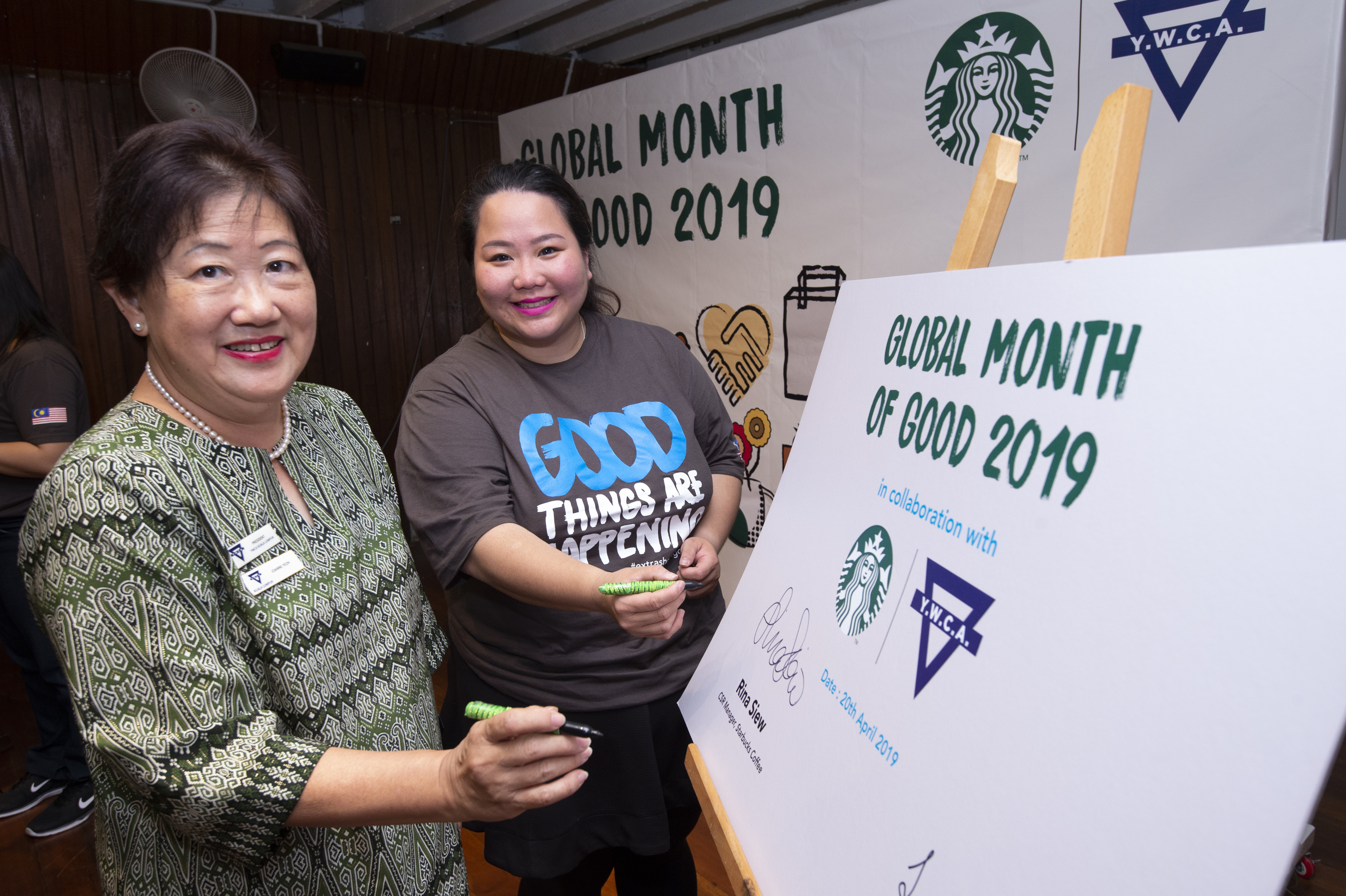 (left) Joanne Yeoh, President of the Young Women's Christian Association (YWCA) Kuala Lumpur and (right) Rina Siew, Corporate Social Responsibility Manager of Starbucks Malaysia and Brunei officiating the Starbucks Global Month of Good 2019 event