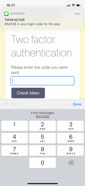 iOS screen with a numeric input and a text message offering to auto-fill the two-factor auth