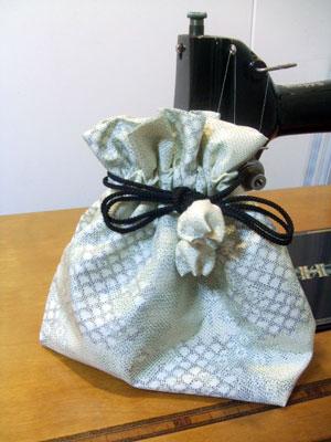 着物リメイクで僅かに生地が余るなら巾着を作りませんか。