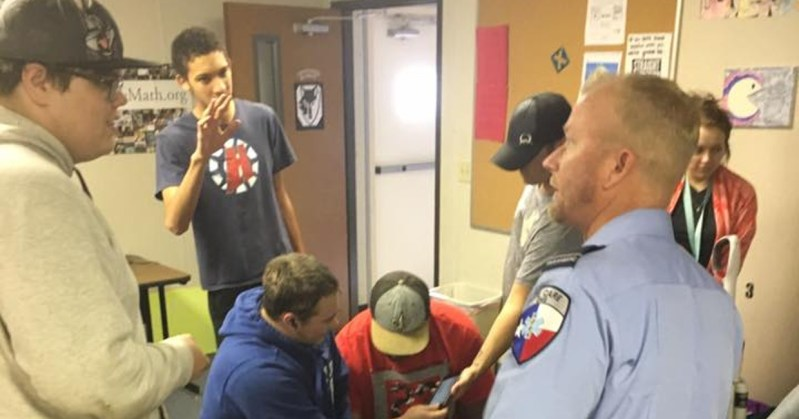 Crosstimbers Academy Students Congregate and Chat with a local EMT