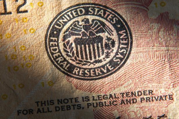 Emas Merosot Sementara Menantikan Isyarat 'Taper' Daripada Fed