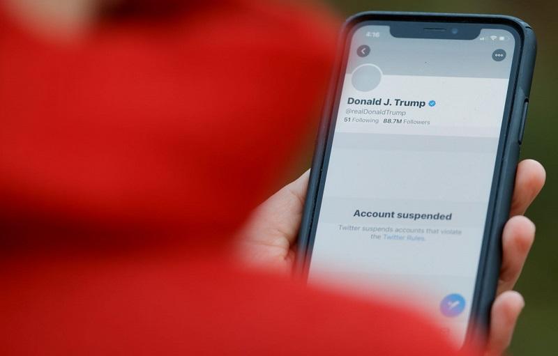 Saham Twitter Menjunam Susulan Penutupan Akaun Donald Trump