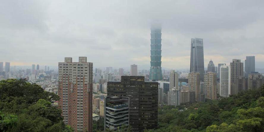 北台灣房價正醞釀「完美漲價風暴」,台北市每坪已回升到92.7萬元、直逼92.9萬元史上最高點。圖/本報資料照片