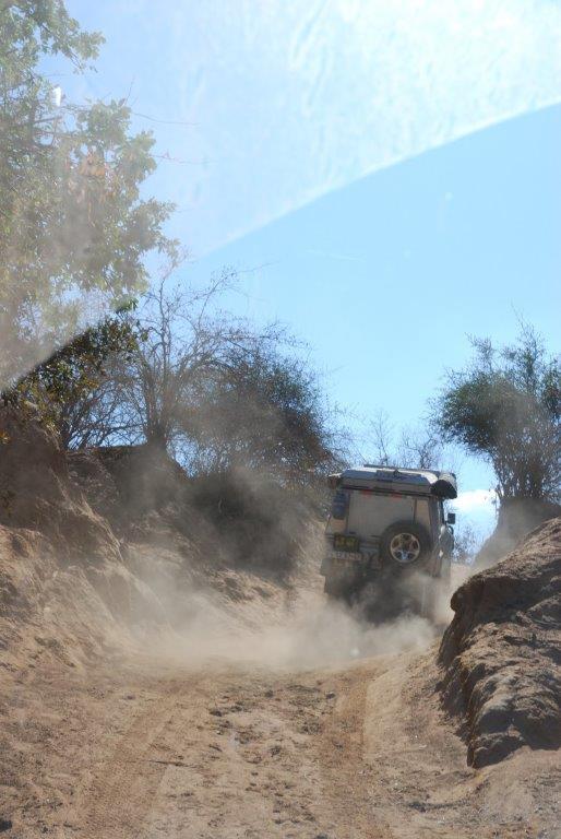 jeep veroorzaakt stofwolk