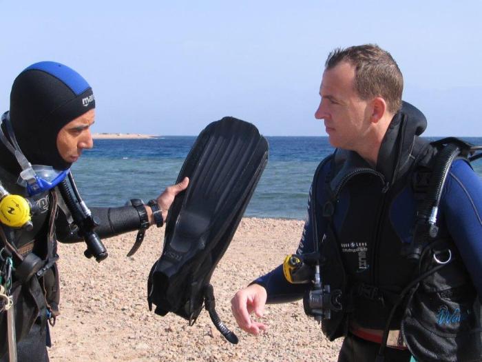 Duikers komen net uit de zee
